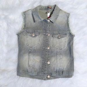 New girls jean jacket vest size 6/6X.